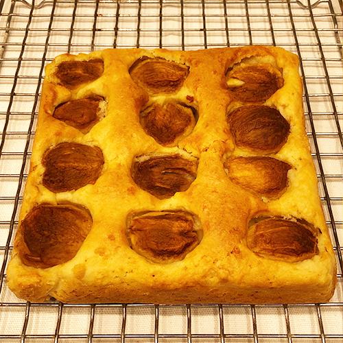枇杷(びわ)のアーモンドケーキ